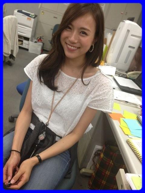 半袖の笹川友里アナ